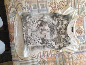 Weißes T-Shirtmit tolle Aufdruck