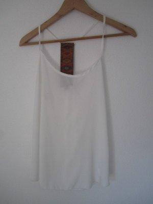 weißes Top mit gemustertem Band am Rücken