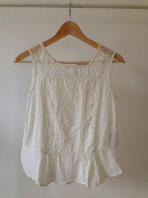Weißes top mit schößchen und Spitze von Zara