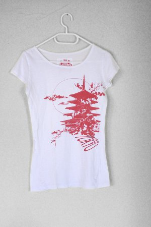weißes Tshirt mit roten Print