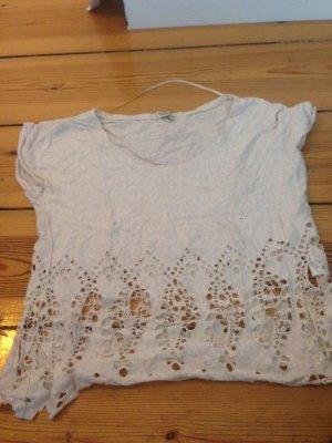 Weißes Tshirt mit schönen gemusterterten Löchern