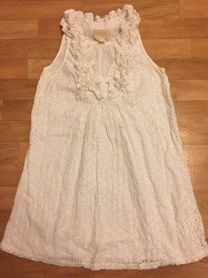 Weißes verspieltes Sommerkleid