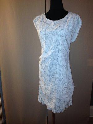 Weißgraues Sommerkleid