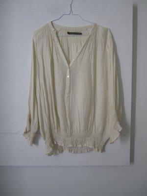 weite, cremeweiße Bluse im Boho Style