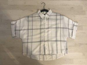 Weite, etwas kürzer geschnittene weiße Bluse aus Asien
