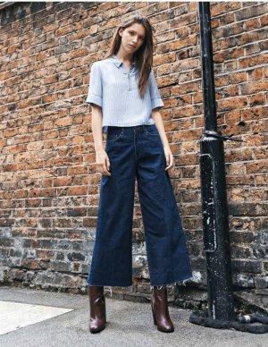 Weite Jeanshose mit Bügelfalte