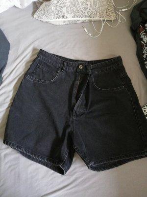 weite Jeansshorts