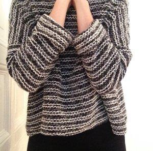 Weiter asymmetrischer Pullover