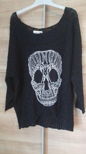 Weites Strickshirt mit Totenkopf Detail