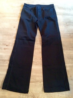 Weitgeschnittene schwarze Hose
