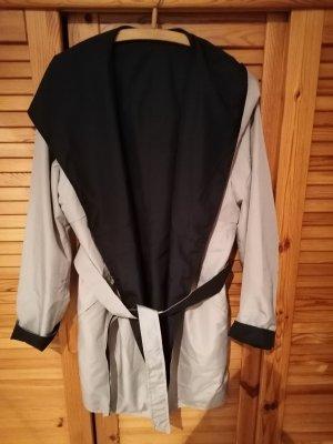 Capuchon jas zwart-licht beige
