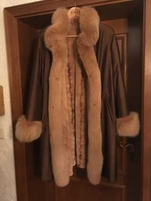 Manteau de fourrure brun sable-cognac fourrure
