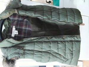Weste in grün, hinter der Kapuze mit Lederbesatz von H&M