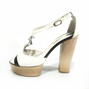 Chanel Sandalias de tacón blanco