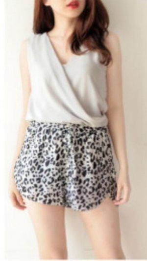 white leo shorts satin Laufshorts