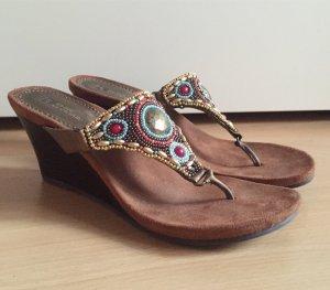 White Mountain - hochwertige Sandaletten mit Keilabsatz - Ethno - neu