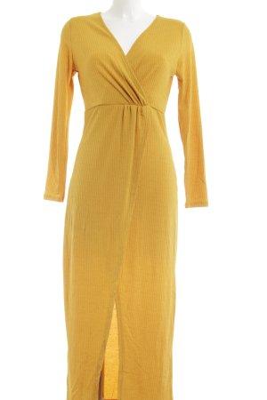 Wraparound gold orange wrap look
