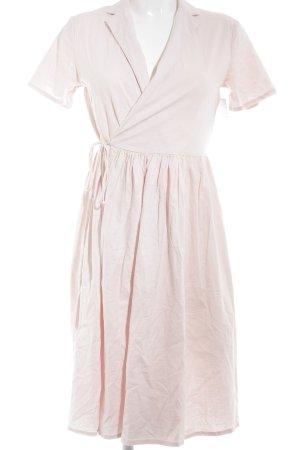 Vestido cruzado rosa estilo romántico