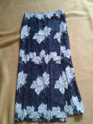 Wickelrock in blau mit weißen Blumen Free Size