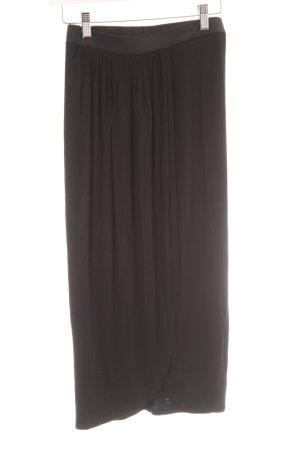 Falda cruzada negro look casual