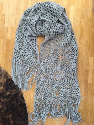 Écharpe en crochet gris