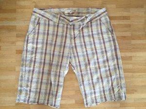 Wie neu: Karo-Shorts mit dezenten Lurexstreifen