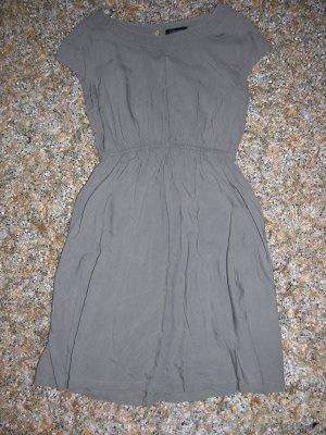 Wie neu! Kleid von Yessica in Taupe, Gr. 34