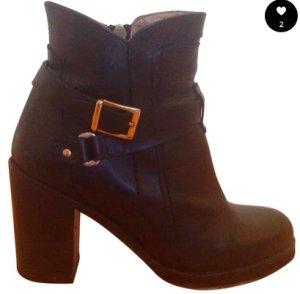 Wie neu * Schwarze Leder Stiefel mit Absatz (6cm) von Topshop