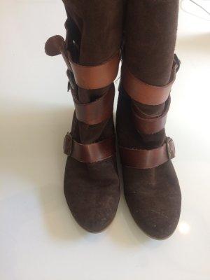 Wildleder Stiefel mit Riemen