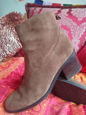 5th Avenue Booties light brown suede