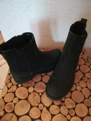 Clarks Chelsea Boots black