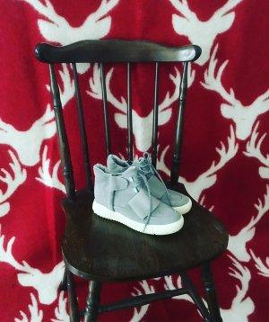 wildlederschuhe / grau / high sneaker / boots / weisse sohle /