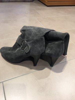 Wide Calf Boots grey