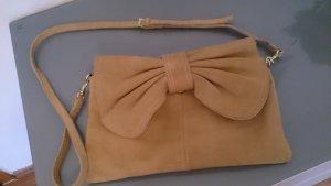 Wildledertasche mit Schleife
