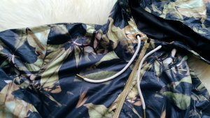 Windbreaker, Blouson,Streetstyle Jacke von Pull & Bear, Blätterprint