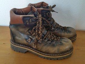 Winter Boots in Braun und Futter