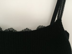 Winter-Glamour: MARC CAIN Stricktop mit integriertem Spitzen-BH