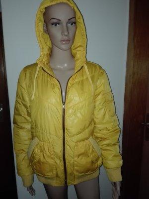 Winter-Jacke gesteppt,in Gelbe Farbe,mit Kapuze.