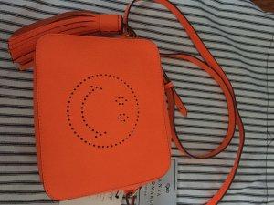 Winterblues adieu: Anya Hindmarch Smiley crossbody bag in orange NEU!!
