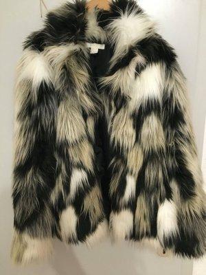 Winterjacke aus Fellimitat in schönem colormix. Ungetragen
