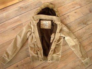 Winterjacke beige mit Fellkapuze in Gr. S