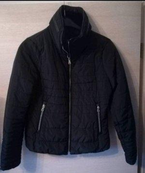 winterjacke in schwarz. Einmal getragen