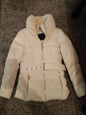 Winterjacke von Zara mit Gürtel
