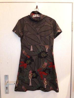 Winterkleid mit schönem Muster