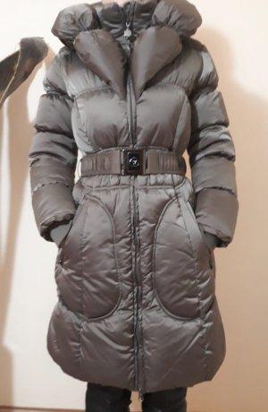 Abrigo de plumón taupe