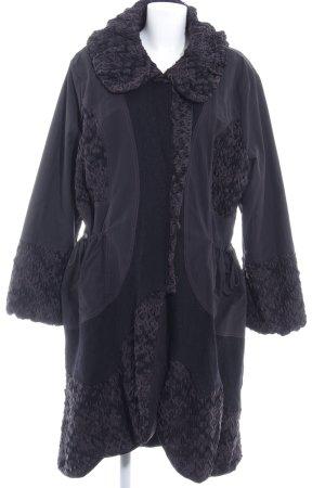 Wintermantel schwarz-lila extravaganter Stil