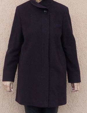 Wintermantel von Basler in der Trendfarbe dunkle Beere in Größe 42/44