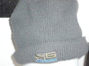 Wintermütze grau mit Aufschrift vorne