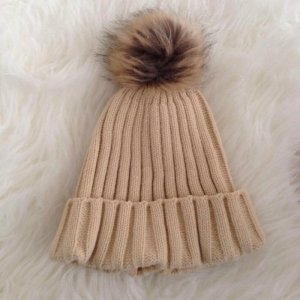 Wintermütze Wollmütze Fellbommel Strickmütze Creme Zopfmuster