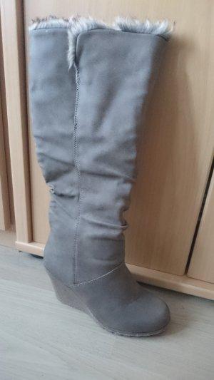 Botas de invierno marrón grisáceo